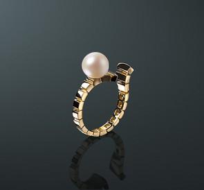 Золотое кольцо с жемчугом к-15к  белый пресноводный жемчуг, золото 585° fd1efab4cd3